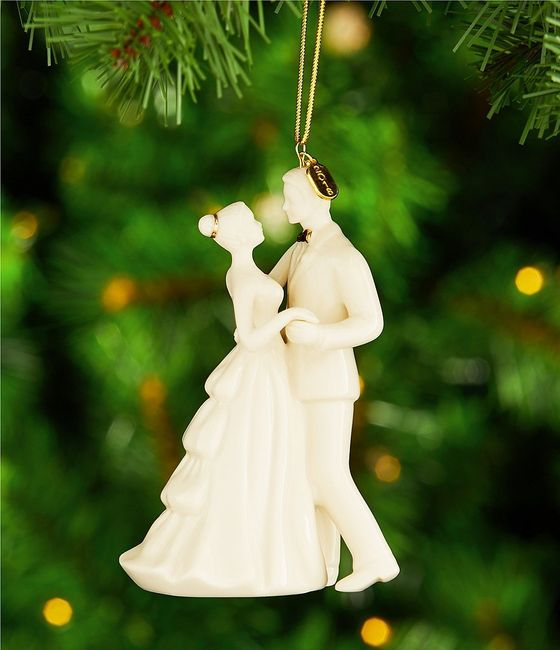 Do couples still use figurine cake toppers? 2