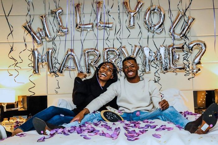 Happy Tuesday ladies! Where did your fiance propose and how? 6