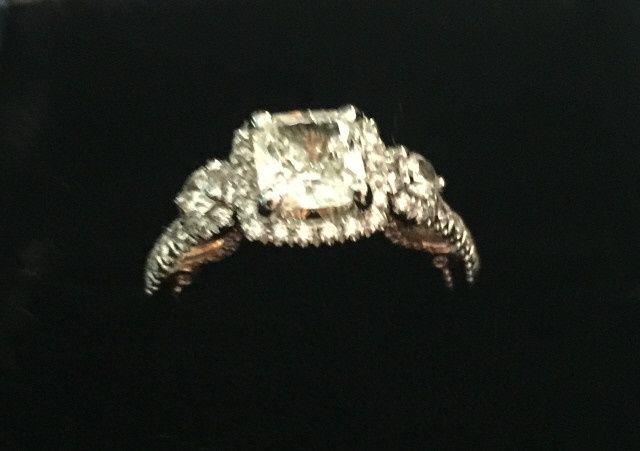 Who has a Verragio ring??