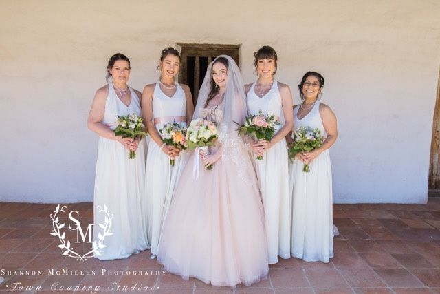 Should Bridesmaids Have the Same Hairstyle? - 1