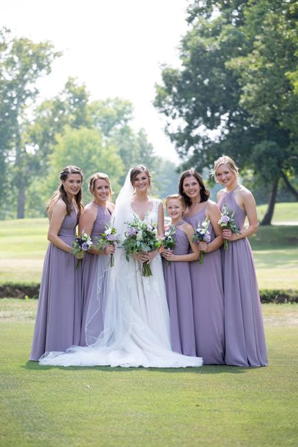 Can my bridesmaids wear different dresses? 3