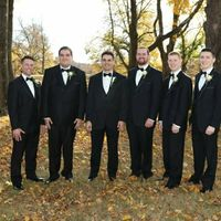 Does the groom have to match the groomsmen?