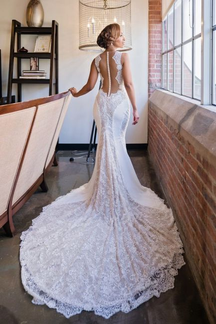Dress Duels: Low Back or Plunging Neckline? 1