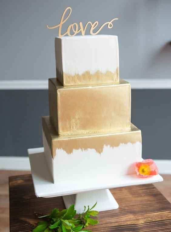 white and gold square wedding cake