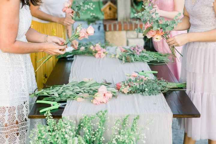DIY flowers, group arranging flowers