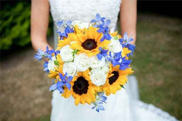 white roses and sunflowers bridal bouquet
