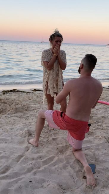 Was your proposal a surprise? Or did you see it coming?? 💍 3