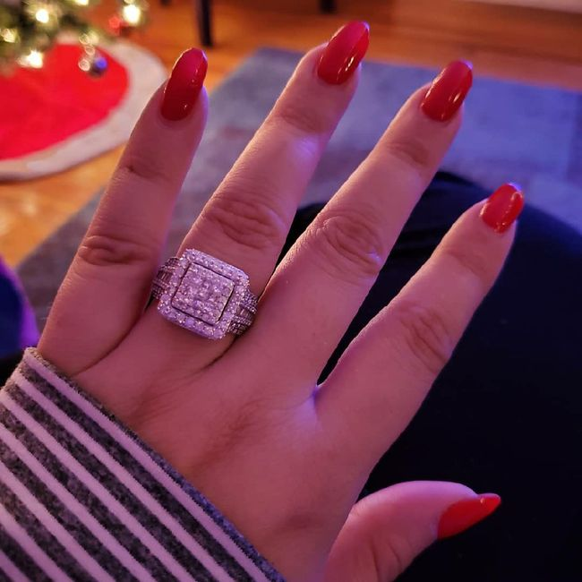 Show off that ring !!! 💍💍💍💍🥂🥂🥂 1