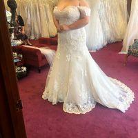 i found my dress! But I'm stuck on bouquets.... - 3