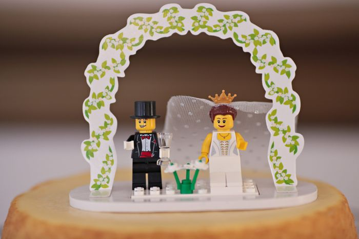 WHAT IS YOUR CAKE TOPPER?