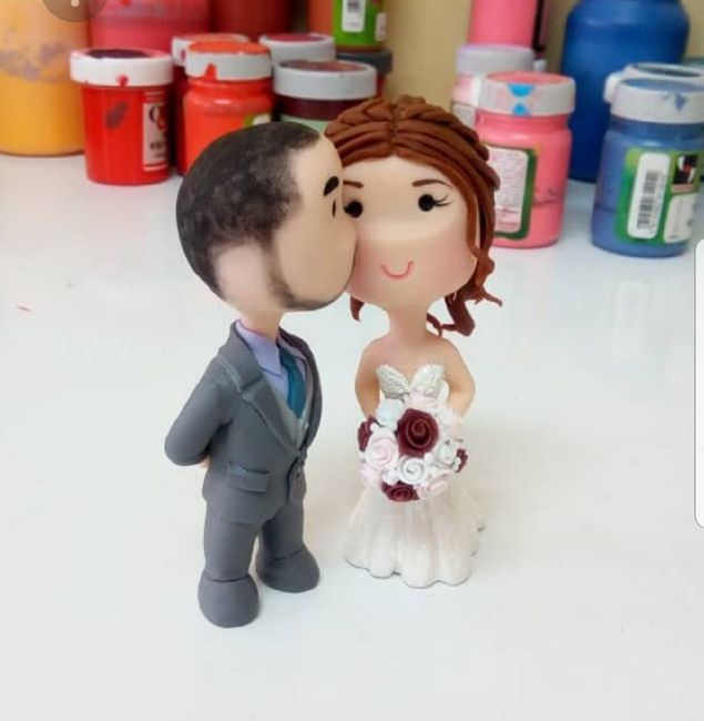 Do couples still use figurine cake toppers? 5