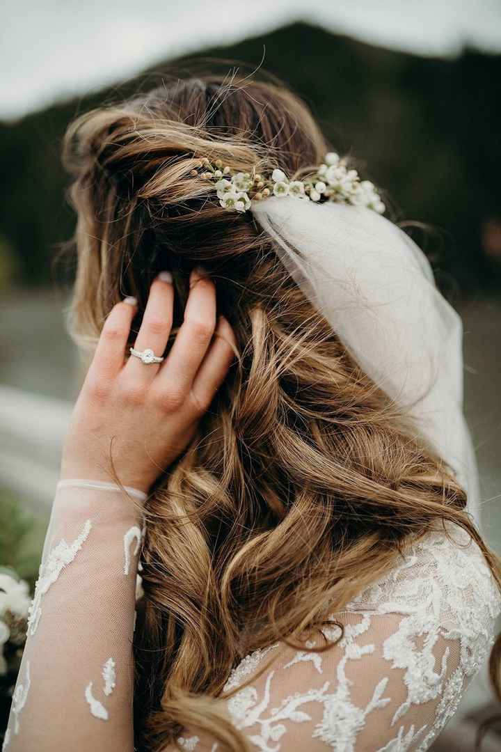 How to attach wedding veil to hair? - 2
