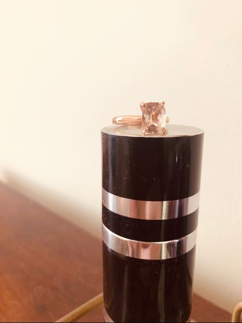 Who has a rose gold ring? 10