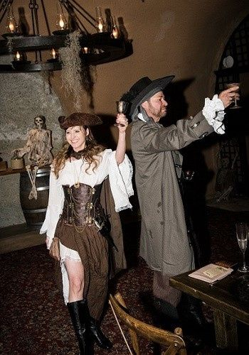 bam (anniversary) – Disney Pirate Wedding 18