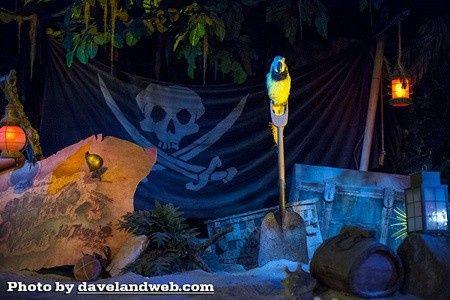 bam (anniversary) – Disney Pirate Wedding 23