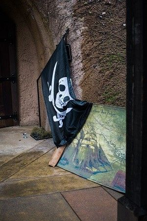 bam (anniversary) – Disney Pirate Wedding 9