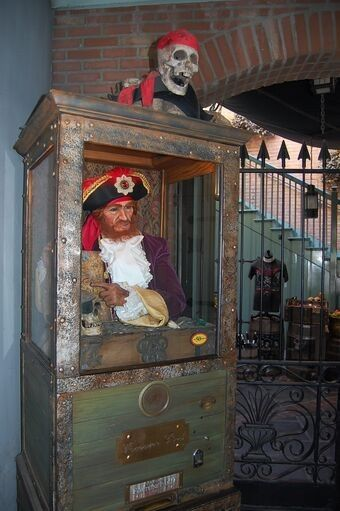 bam (anniversary) – Disney Pirate Wedding 24