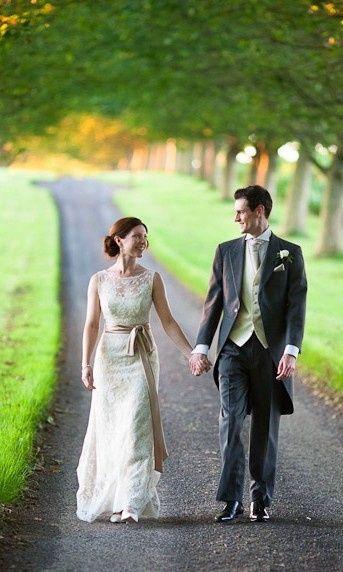 Help identifying a wedding dress 2