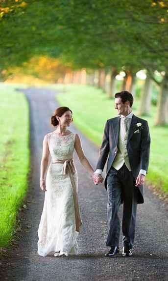 Help identifying a wedding dress - 2