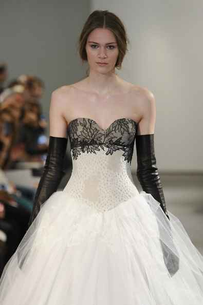 honest opinion, what do you think of the dresses in this runway show?