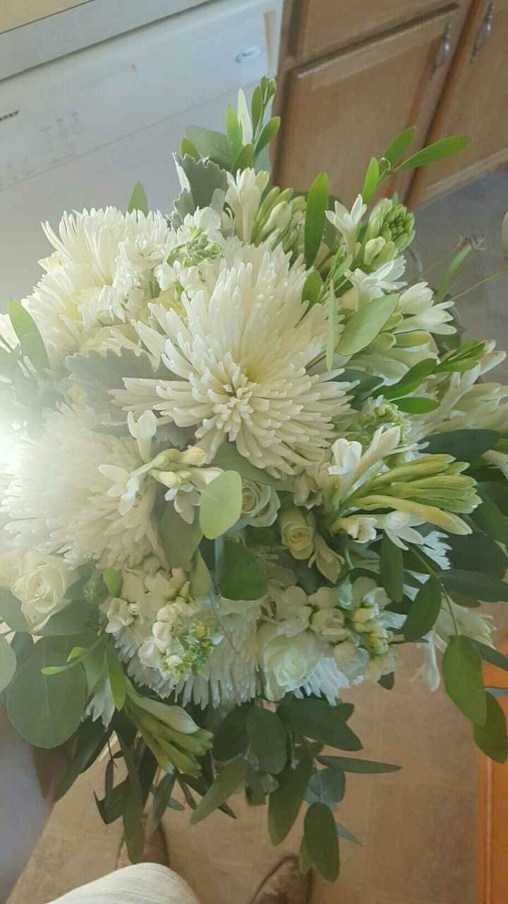 , let's see your wedding bouquet  ladies!!