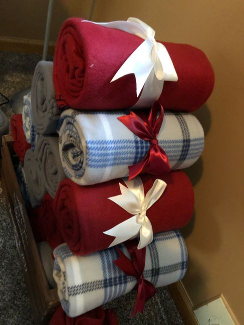 Need Blankets For Wedding Favors 6