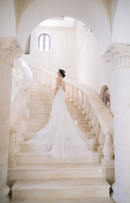 What's your favorite part of your wedding dress? 😍 6