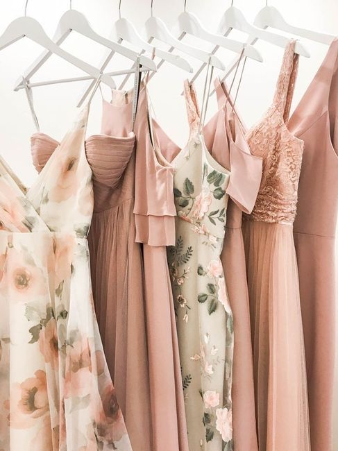 Colors that complement a champagne wedding dress 4