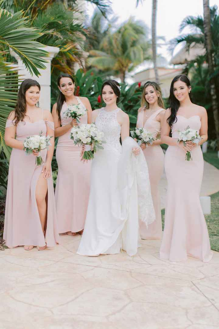 Should Bridesmaids Have the Same Hairstyle? - 2