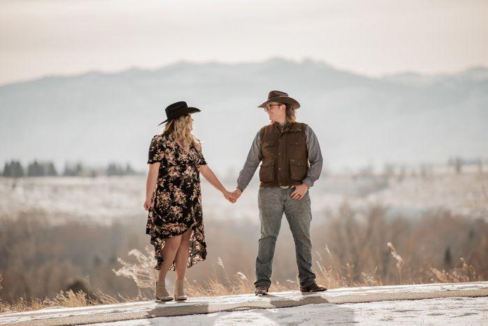 Engagement photo drop! 📸 1