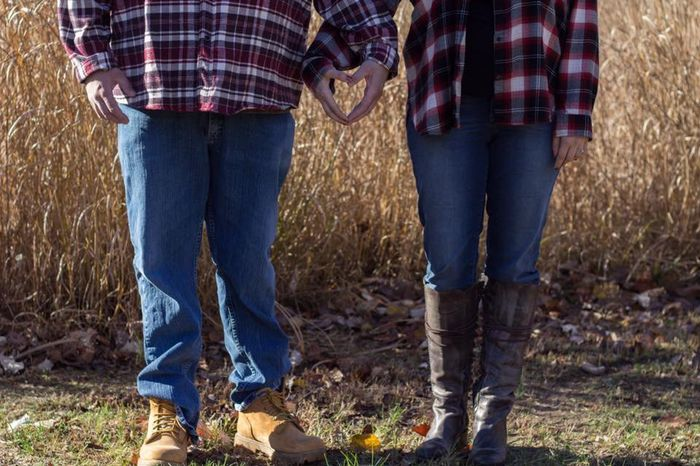 Fall Engagement Pictures Ideas 10