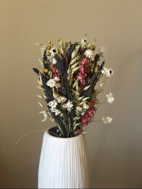 Dried flowers, wildflowers, and homemade arrangements? 1