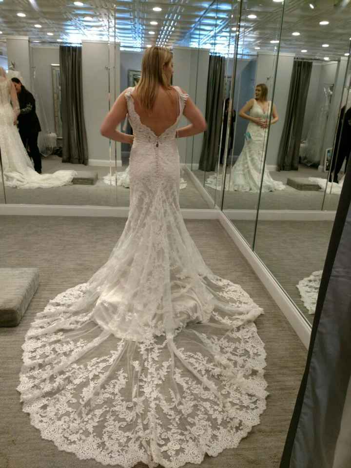 Does your wedding dress have a train? - 1