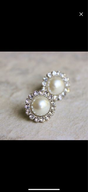 Are you a diamond or pearl jewelry bride? 2