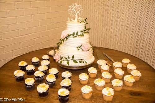 Opinions on cupcake tier for wedding guests, not a cake! 1