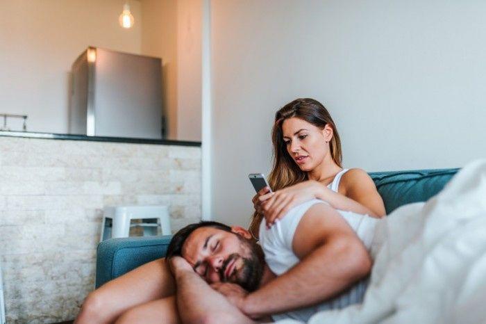 Do you ever creep through your fiancé(e)'s phone? 1