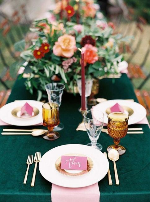Table Linens - White or Colorful? 3