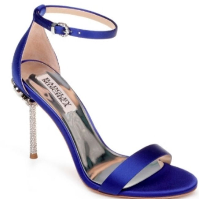 Has anyone done blue shoes with your wedding dress? 8
