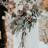 My bouquet and the flowers in the centerpieces will look more like these.