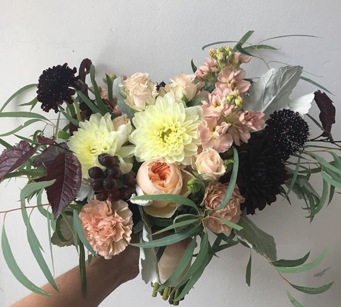Cascading vs. Round Bouquet. Why did you pick one or the other?