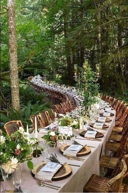i would like to have one or two continous tables like this. the wood plates/ or gift idk how all wou