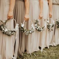 Do bridesmaids need bouquets? - 1