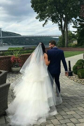 Veil or no veil... and if you choose a veil - will you wear it over your face when you walk down the isle? 4