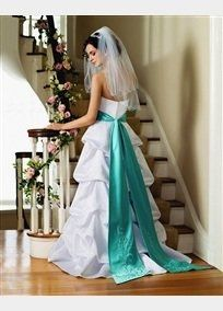 What does your dress look like? Post pics or give style number. I want to know what the trend is!