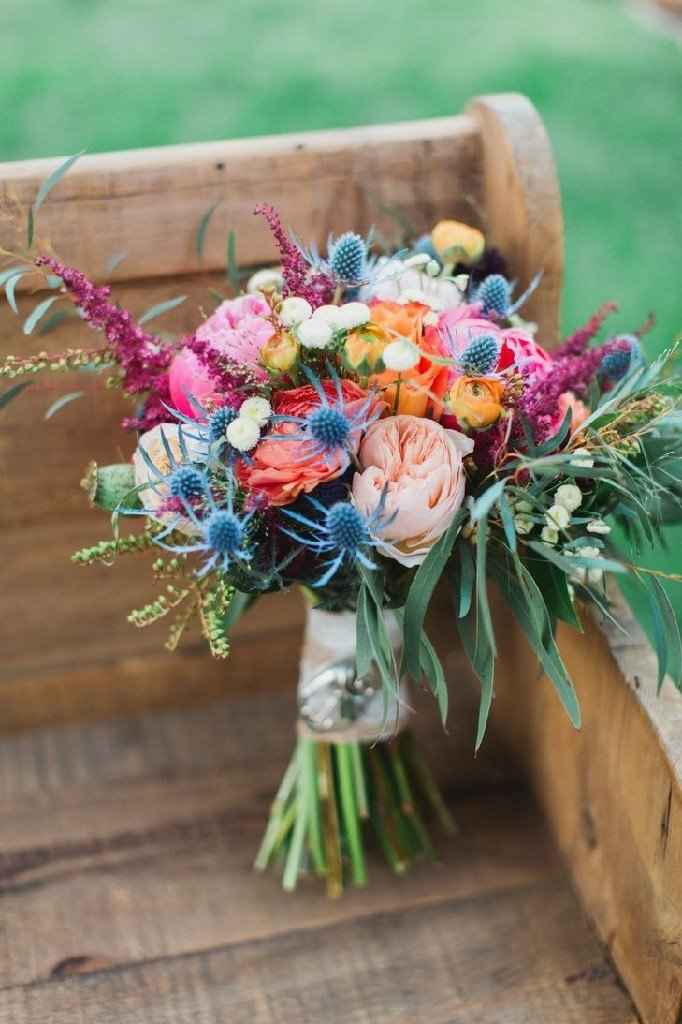 Bridal Bouquet: Color or White? - 1