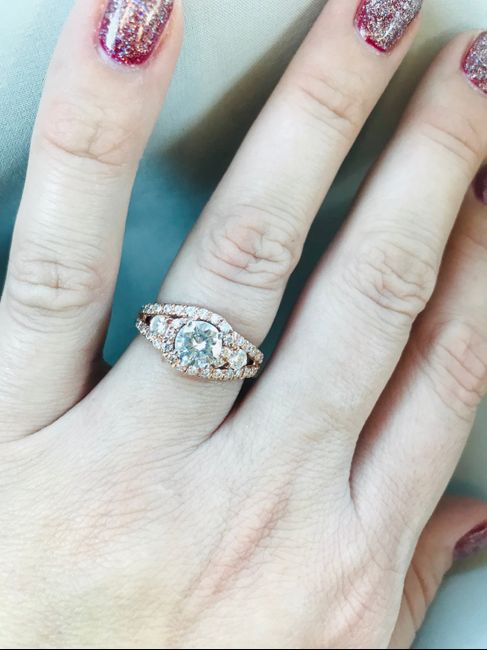 Who has a rose gold ring? 5