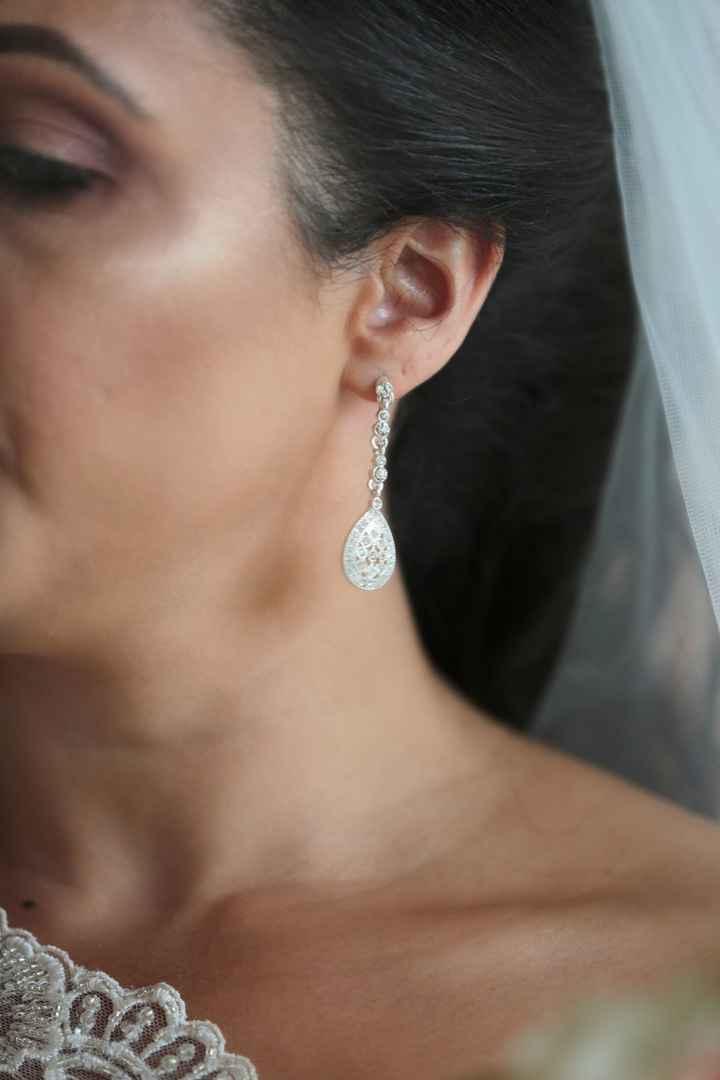Show me your wedding earrings!