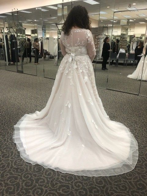 Wedding dress trains 😍👰🏻🤍 - 1