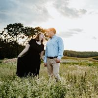 Engagement photo done by @halliejadephotography