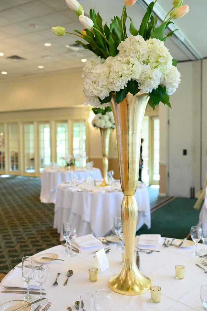Does it look funny if the centerpieces are different colors? - 2